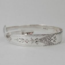 Beautiful Handmade Bright Cut Sterling Silver Sugar Tong Bracelet dated 1793